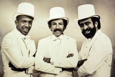 "Roberto Roena, Pellin Rodriguez y Andy Montanez El Combo Del Ayer In 1982 under the initiative of Johnny ""El Bravo"" López, a few ex-members from El Gran Combo reunited to form a group by the name of El Combo Del Ayer. Among them were Pellín Rodríguez, Elías Lopes, Roberto Roena, Milton Correa & Martín Quiñónez. They released three studio recordings and toured extensively between 1982 and 1984. The group disbanded after Rodríguez died in October 1984.[14]"