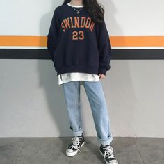 NDLettering Print Sweatshirt This pullover sweatshirt is a must-have for your casual and sporty needs! It comes with a lettering … Ulzzang Fashion, Tomboy Fashion, Streetwear Fashion, Look Fashion, Fashion Outfits, 2000s Fashion, Fashion 2020, Fashion History, Men Fashion