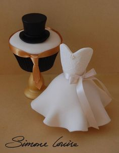 Resultado de imagen para wedding cupcakes bride and groom Fancy Cupcakes, Wedding Cakes With Cupcakes, Wedding Cookies, Dress Cupcakes, Ballerina Cupcakes, Fondant Toppers, Fondant Cakes, Cupcake Toppers, Cupcakes Decorados