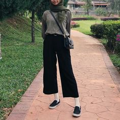 Ulzzang Fashion, Ootd Fashion, Fashion Outfits, Casual Hijab Outfit, Ootd Hijab, Hijab Fashionista, Hijab Fashion Inspiration, Aesthetic Clothes, Casual Looks