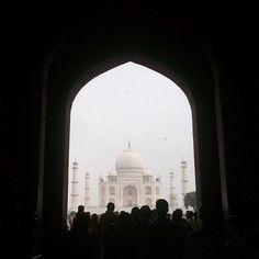 타지마할 만큼은 정말 아름답다. 이 문을 지날때가 제일 흥분되던 순간. 타지마할은 정말 아름다운 건축물 인것 같다. #빛나는여행 #TheTajMahal #TajMahal #TazMahal #Agra #India #travel #traveling #trip #backpacking #architect #architecture #タージマハル #インド #インド旅行 #旅行 #旅 #リュックサック旅行 #建築 #타지마할 #아그라 #인도 #인디아 #여행 #인도여행 #배낭여행 #건축 #건축나들이 by jangbitna_ #TajMahal #IncredibleIndia #Agra