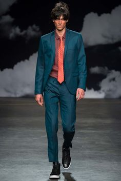 http://www.style.com/slideshows/fashion-shows/spring-2016-menswear/tiger-of-sweden/collection/37