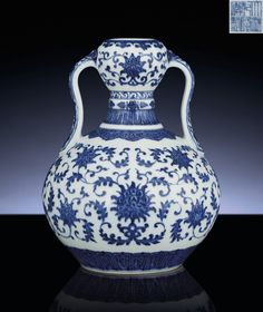 A FINE AND VERY RARE BLUE AND WHITE DOUBLE-GOURD VASE QIANLONG SIX-CHARACTER SEALMARK AND OF THE PERIOD (1736-1795)