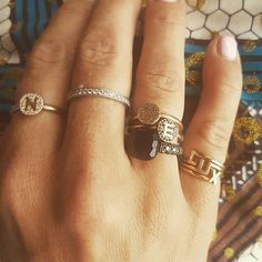 Love that I could pick my daughters name, but you can also choose the initials of the ones you love --> ♡Entangled rings♡ #minitials #minitialsmoments #LUX #aeoncollection #18k #solidgold #realdiamonds  #diamondring #pushgift #pushpresent #engagementring #weddinggift #birthdaygift #bridalinspiration #cartier#pomellato #bridal #entangled #diamond #blackdiamond #ring #design #by #us