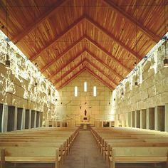 Igreja da Abadia Cisterciense em Irving, Texas. EUA. Projeto do escritorio Cunningham Architects. #architecture #arts #arquitetura #arte #decor #design #decoração #interiores #luzetrancendencia #lighting #projetocompartilhar #shareproject