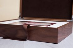 The quality of the Wooden Folio Boxes are supremely high. Perfect for Photographers and Artists. Newborn Photography, Portrait Photography, Wedding Photography, Photography Packaging, Photo Displays, Wooden Boxes, Professional Photographer, Branding, Photographers