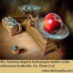 Red apple by Antonio Diaz