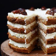 Carrot cake with coconut frosting (in Polish)