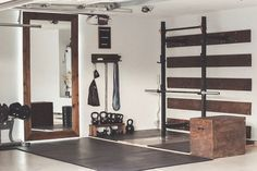Fitness Zu Hause Garage Gym Ideas for your Home Gym Garage House, Home Gym Garage, Diy Home Gym, Gym Room At Home, Home Gym Decor, Basement Gym, Best Home Gym, At Home Crossfit Gym, Garage Bar