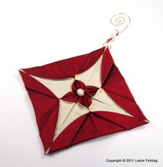 Fabric origami is a lot of fun, and I love the fact that, in just a few hours, I can have a whole collection of beautiful handmade Chris. Fabric Christmas Decorations, Quilted Christmas Ornaments, Christmas Sewing, Christmas Projects, Holiday Crafts, Handmade Christmas, Origami Quilt, Fabric Origami, Origami Easy