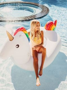 Summer Pool, Summer Dream, Summer Beach, Summer Vibes, Cute Swimsuits, Modest Swimsuits, Ideas Fotos Tumblr, Rainbow Swimsuit, Pool Picture