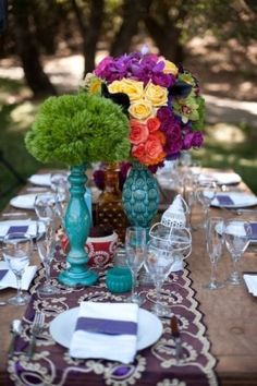 I have been hunting for flower arrangements that I can make and get inspiration from and I really like all these colors, new and fresh...