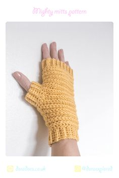 crochet-fingerless-gloves-ribbed-pattern-mustard