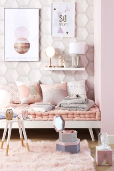 Marble bedroom decor the rose gold marble bedroom decor Pastel Room Decor, Pink Home Decor, Diy Room Decor, Bedroom Decor, Bedroom Ideas, Bedroom Designs, Art Decor, Decor Ideas, Marble Room Decor