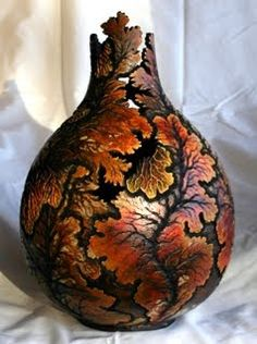 More Gourd Art, some is done with wood burning, some with carving, other with… Decorative Gourds, Hand Painted Gourds, Decorative Objects, Wood Burning Patterns, Gourd Art, Pyrography, Wood Carving, Photo Galleries, Creations