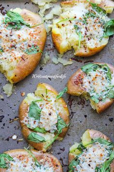 Cheesy Spinach Smashed Potatoes- After baking potatoes, smash, top with… Potato Dishes, Potato Recipes, Veggie Recipes, Food Dishes, Vegetarian Recipes, Side Dishes, Cooking Recipes, Healthy Recipes, Think Food