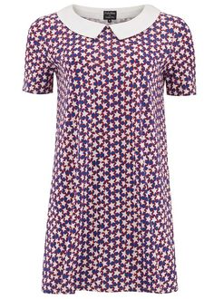 A line star print collar dress. Made in certified 100% organic cotton, this cute dress celebrates vintage with its 1960s print and Peter Pan collar detail. Style with pumps or heels.