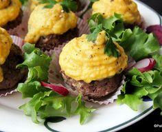 Keltajuuripyreellä kuorrutetut jauhelihamuffinssit