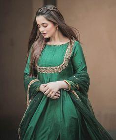 Aimankhan and muneebbutt. Pakistani Fashion Party Wear, Indian Party Wear, Pakistani Bridal Dresses, Pakistani Dress Design, Bollywood Fashion, Indian Dresses, Pakistani Outfits, Simple Dresses, Beautiful Dresses