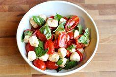 Ensalada Caprese de tomates cherry