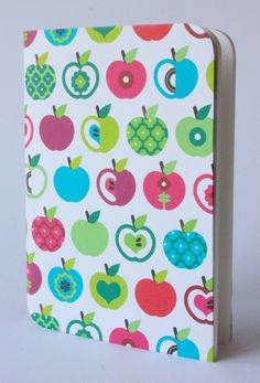 Design Notizbuch Bunte Äpfel Muster von D.N.Mai Creative Works auf DaWanda.com Mai, Bunt, Notebook, Creative, Kitchen, Books, Design, Diary Notebook, Patterns