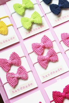 A Collection of different ways to crochet bows: bobble stitch bow, crocodile stitch bow, easy bow handband andThis Pin was discovered by IndSurprising Benefits of Crochet & Knitting as We Get Old - Splash ColoursThese cute little bows can work for a varie Crochet Bow Pattern, Crochet Art, Love Crochet, Crochet Gifts, Crochet Motif, Crochet For Kids, Crochet Patterns, Crochet Hair Bows, Crochet Hair Accessories