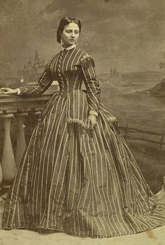 Dauersammlungen Helena Sanguszkówna Article Physique: Each lady is aware of the issue co Victorian Gown, Victorian Photos, Victorian Costume, Edwardian Fashion, Vintage Fashion, 1800s Fashion, Historical Clothing, Historical Photos, Vintage Photographs