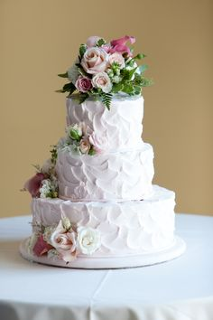 Love this homemade looking wedding cake!  In fact - it was the one I had at my wedding :)