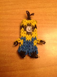 Just got a rainbow loom and I need to make this!!!!!!!!!!!!!! MINIONS!!!!!!!