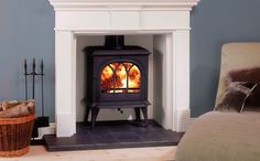 Available in individual wood burning and multi-fuel versions, the clean, graceful lines of the Stovax Huntingdon 35 stove make this classic design look att Living Room Colors, Home Living Room, Devon, Corner Wood Stove, Long House, Traditional Fireplace, Stove Fireplace, Log Burner, Family Room