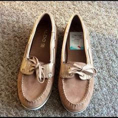 Brand New ALDO Boat Shoes Never worn rose gold and blush colored ALDO boat shoes. Extremely padded and made with genuine leather! **THESE SAY SIZE 8 BUT FIT LIKE 7.5 SO THEY ARE LISTED AS 7.5 ALDO Shoes Flats & Loafers