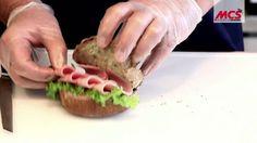 MCS Akademie: Tutorial - Wie belegt man ein Brötchen mit Kochschinken ri...