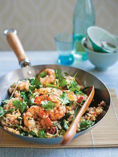 Gebakken rijst met garnalen - Delicious.nl Baking Recipes, Healthy Recipes, My Cookbook, Scampi, Healthy Eating, Healthy Food, Potato Salad, Seafood, Good Food
