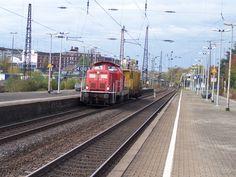 2011.10.29.  Die 212-298 mit den Schienenputzzug in Wuppertal-Oberbarmen