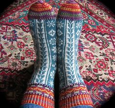 Contredanse pattern by Catherine Wallace - lovely photo! For Emily Fair Isle Knitting, Loom Knitting, Knitting Stitches, Knitting Designs, Knitting Socks, Hand Knitting, Knitting Patterns, Knitting Tutorials, Knitting Machine