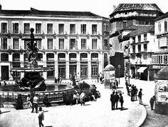 Plaza de la Constitución a principio del siglo XX antiguamente llamada Plaza de las Cuatro Calles Alvaro Torres, Nerja, Andalusia, Madrid, Louvre, Street View, Building, Reyes, Travel