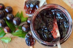 Geleia de Jabuticaba Caseira Brazilian Fruit, Homemade Jelly, Good Food, Yummy Food, Cooking Recipes, Healthy Recipes, Portuguese Recipes, Light Recipes, Sauces