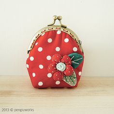Monedero boquilla con flor rojo