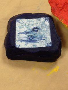 Steen geschilderd en servet beplakt