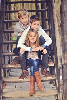 Children Photos Poses Kids 18 Ideas For 2019 Pose Portrait, Family Portrait Poses, Family Picture Poses, Fall Family Pictures, Family Posing, Family Pics, Baby Family, Child Portraits, Little Boy Pictures