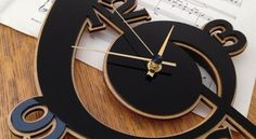 Ahşap saat almak veya yapmak isteyenler için güzel bir fikir olacağını düşünerek beğeninize sunuyoru