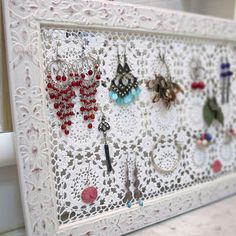 Katrinshine: tutorial - diy crochet + picture frame earring holder.