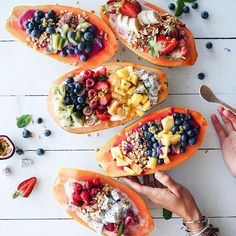 I'd love to wake up to this... Good morning, papaya! Foodie clean eating flat lay and smoothie bowls served in fruit   recipes   fitness inspiration