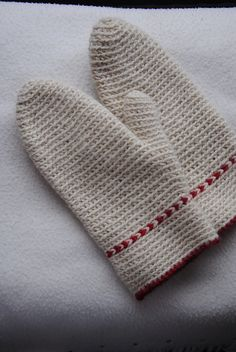 Vargavinter mittens pattern by Maria Olsson, in Swedish and English.