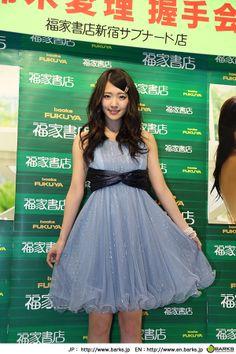 【イベントレポート】℃-ute・鈴木愛理、シンガポールは「チキンライスが美味しかったです!」と即答 | ℃-ute | BARKS音楽ニュース
