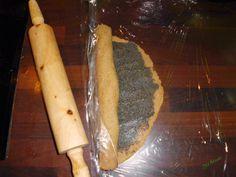 SN mákos-mandulás tekercs Tahini, Rolling Pin, Rolls, Ethnic Recipes, Food, Meal, Bread Rolls, Essen, Hoods