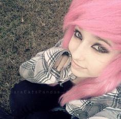 Love the pink hair with side fringe & dark makeup