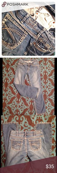 "Silver jeans suki 17"" Demi medium wash pants 30/32 Silver suki jeans. Suki 17""style.Waist 30/length 32. Wide stitching. Good preowned condition with light drag. Silver Jeans Jeans"