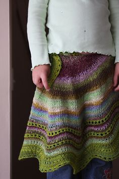 Beautiful hand knit shawl, worn as a skirt! Really need to learn to knit! Crochet Skirts, Knit Skirt, Knit Dress, Knitting Stitches, Hand Knitting, Knitting Patterns, Stitch Patterns, Crochet Woman, Knit Or Crochet