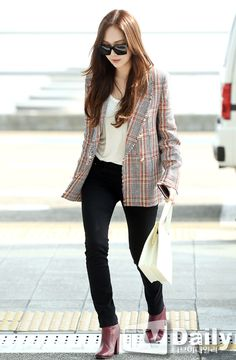 Discover recipes, home ideas, style inspiration and other ideas to try. Kpop Fashion, Korean Fashion, Girl Fashion, Fashion Outfits, Airport Fashion, Jessica Jung Fashion, Jessica Jung Style, Business Casual Attire, Business Outfits